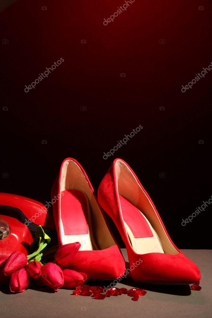 Immagini Sfondi Telefono Scarpe Telefono Retrгі Su Sfondo Nero E