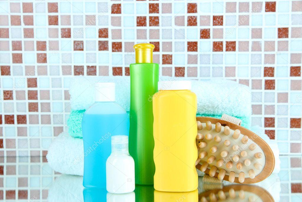 Cosm ticos y accesorios de ba o en el fondo de azulejos de Mosaico para bano precios
