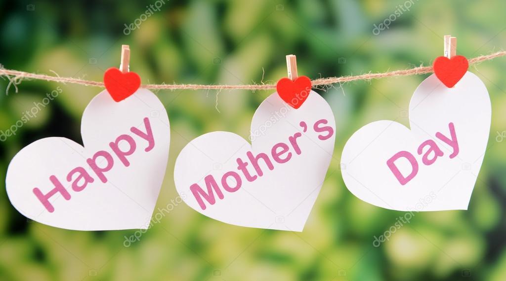 Mensagem de dia das mães feliz escrita em corações de ...
