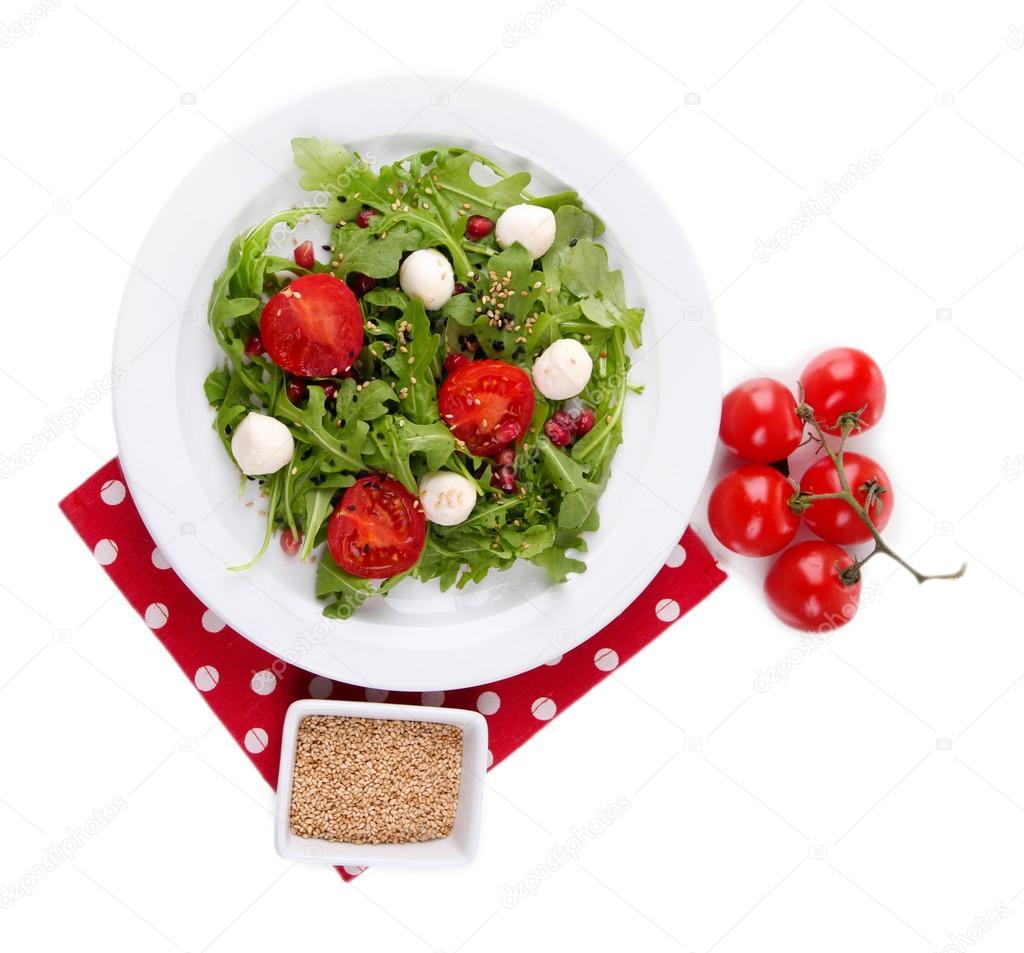 Green salad made with arugula, tomatoes, cheese mozzarella
