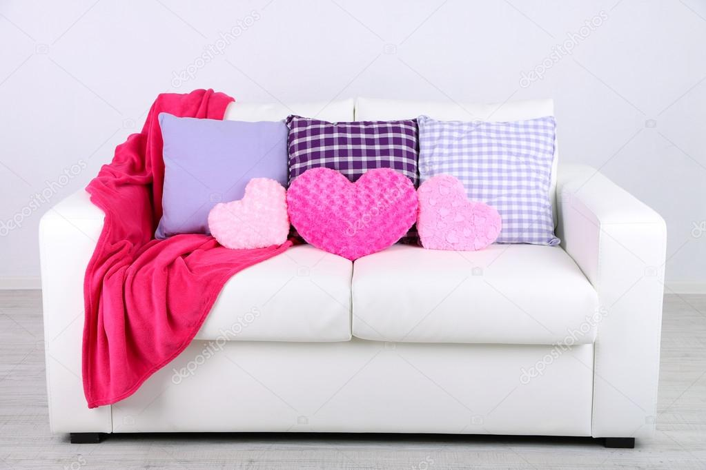 Divano Forma Rosa : Cuscini a forma di cuore rosa u2014 foto stock © belchonock #46191615