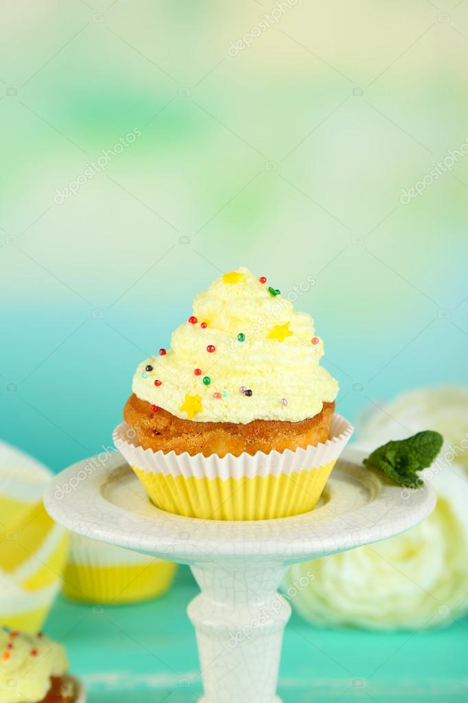 Gustosa torta di coppa con panna primi piani foto stock for Vecchi piani colonica con foto