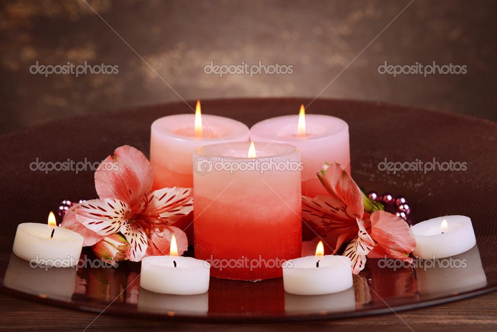 Schöne Kerzen Mit Blumen Auf Tisch U2014 Stockfoto
