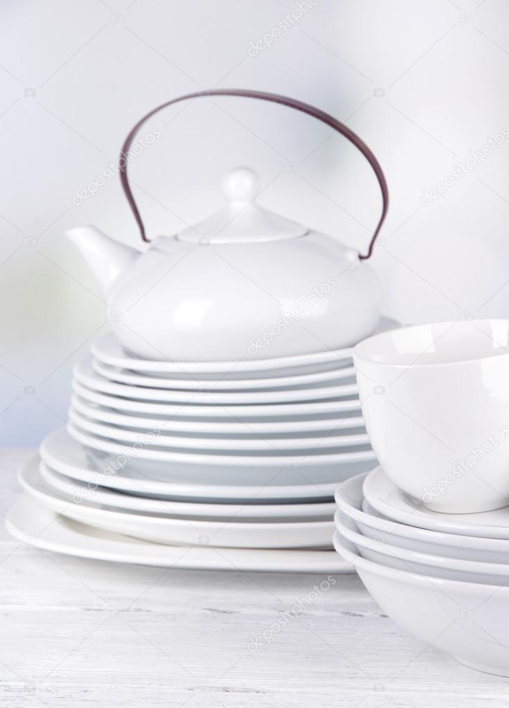 blancos vajilla y utensilios de cocina — Foto de stock © belchonock ...