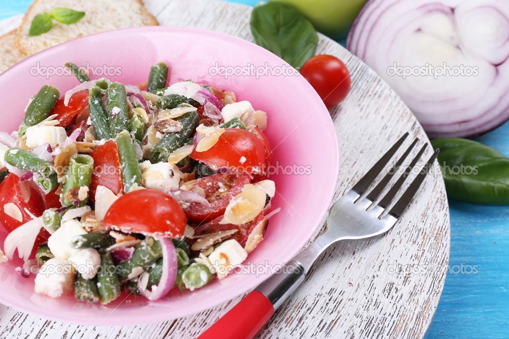 Vers ontbijt bestaat uit fruit salade geserveerd op de for Vers de salade