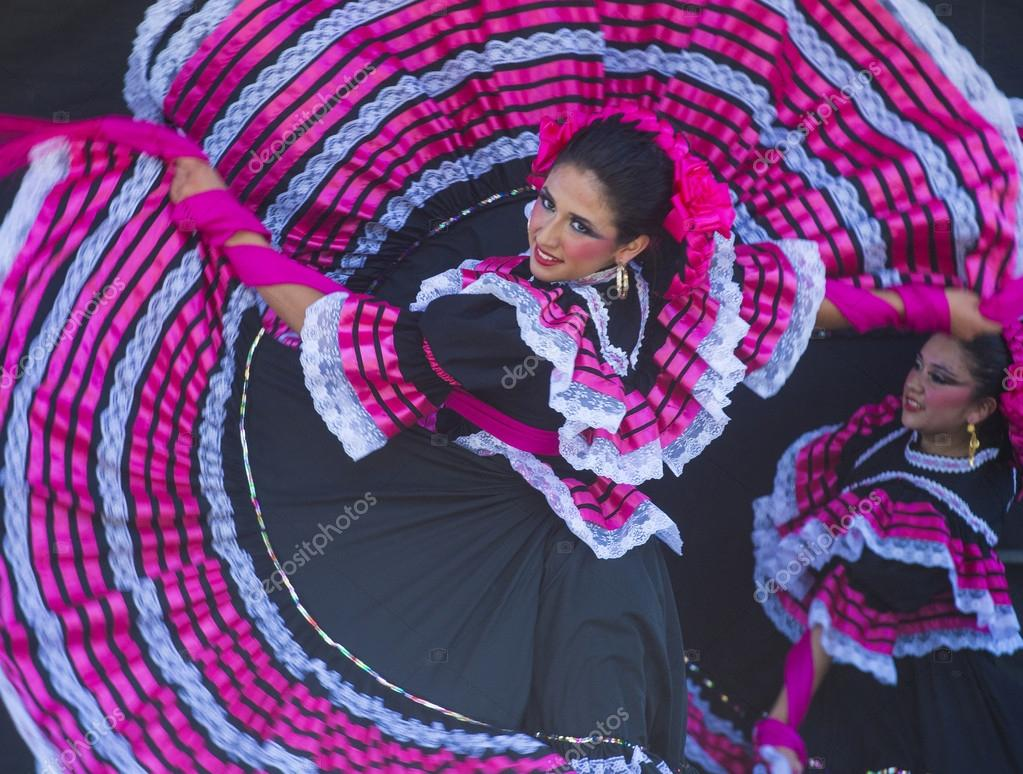 Sango May 03 Dancers Parti Tes At The Cinco De Mayo Festival In San Go Ca On May 3 2014 Cinco De Mayo Cele Tes Mexicos Victory Over The