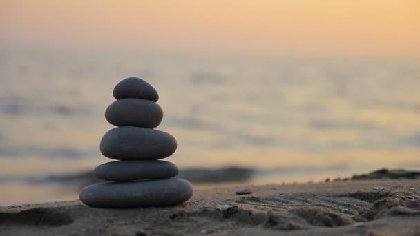 piedras zen al atardecer vdeo de stock - Piedras Zen