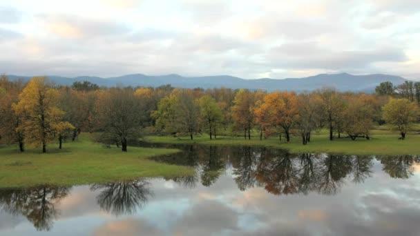 Columbia gorge národní malebné oblasti s vodní odraz podél historické dálnici 30 timelapse
