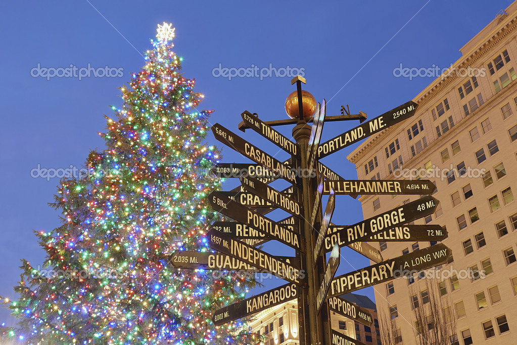 Portland Christmas Tree.Christmas Tree In Portland Pioneer Square Stock Editorial