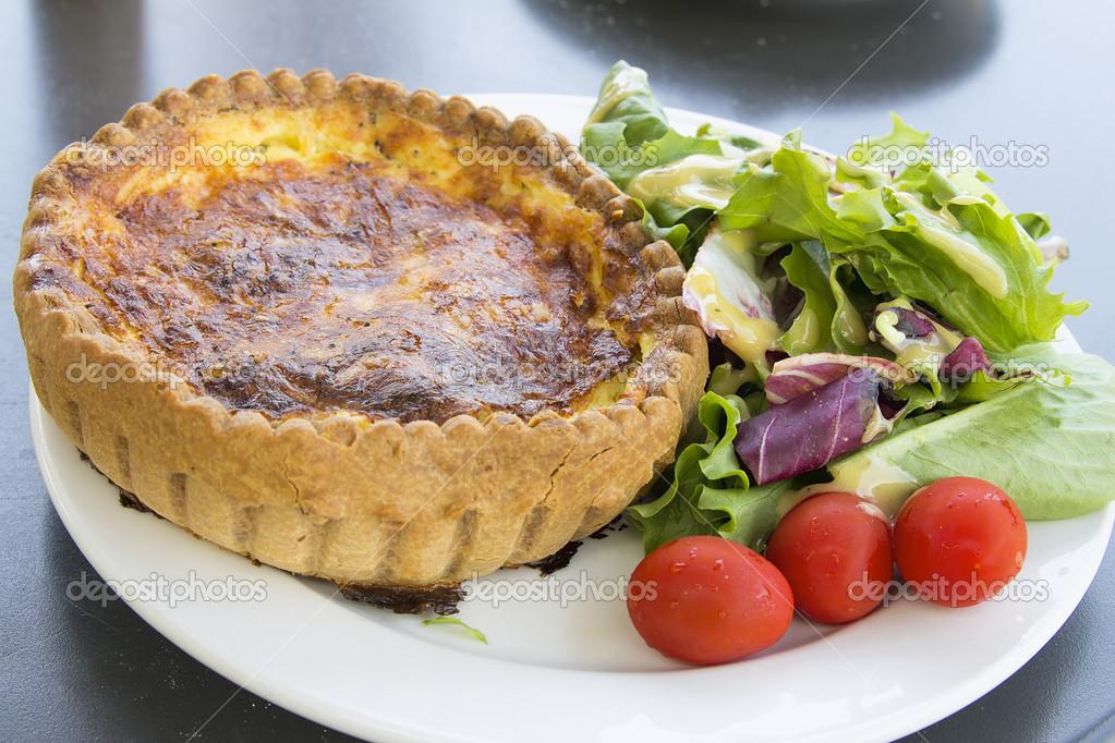 Quiche Lorraine Teig Mit Salat Stockfoto Jpldesigns 26586571