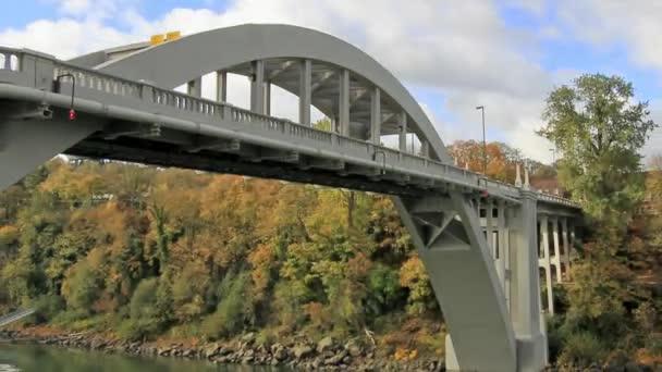 Oregon city most je ocelový obloukový most přes willamette řeky mezi oregon city a west linn, oregon