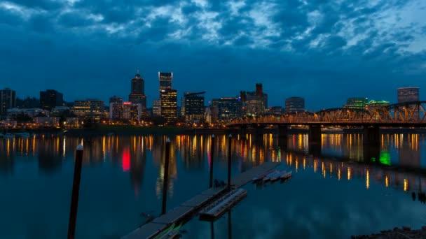Portland oregon městské panorama a hawthorne most willamette řeky se voda modrá hodina intervalového 1080p