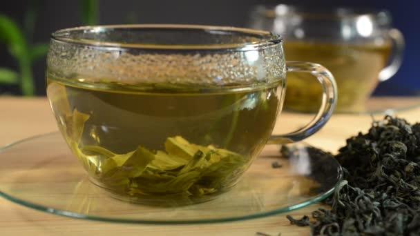 laza tea és csésze tea