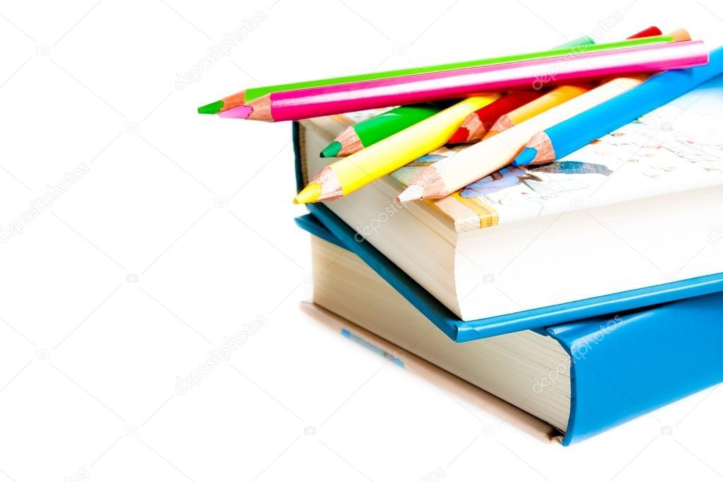 tiempo a la escuela, libros y lápices de colores — Foto de stock ...