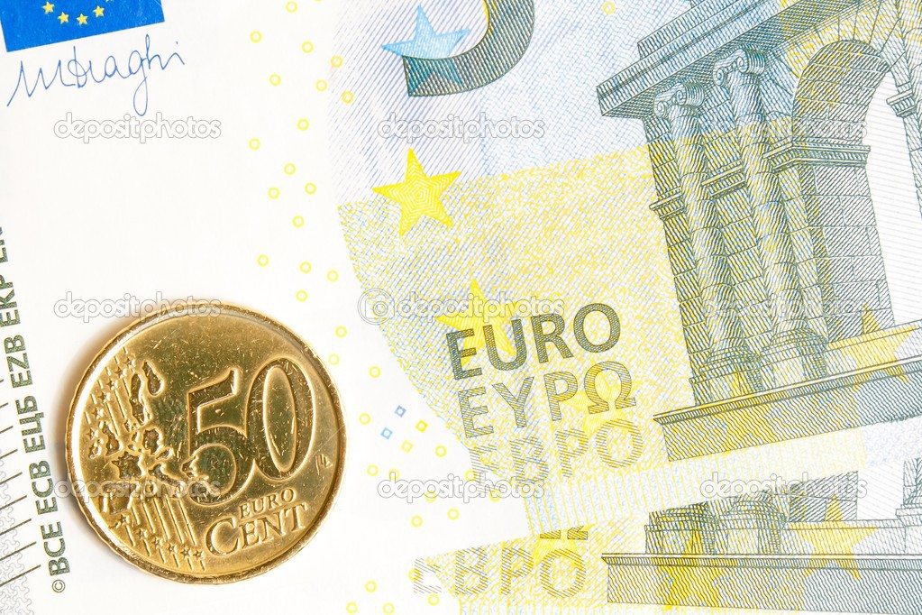 Euro Münze Auf Neue 5 Euro Banknote Stockfoto Donfiore1 25902235