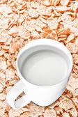 čas na snídani s mlékem a Kukuřičné vločky