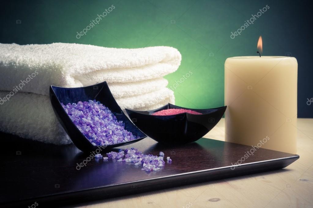 Spa Massage Rahmen als Hintergrund mit Handtuch gestapelt, Salz ...