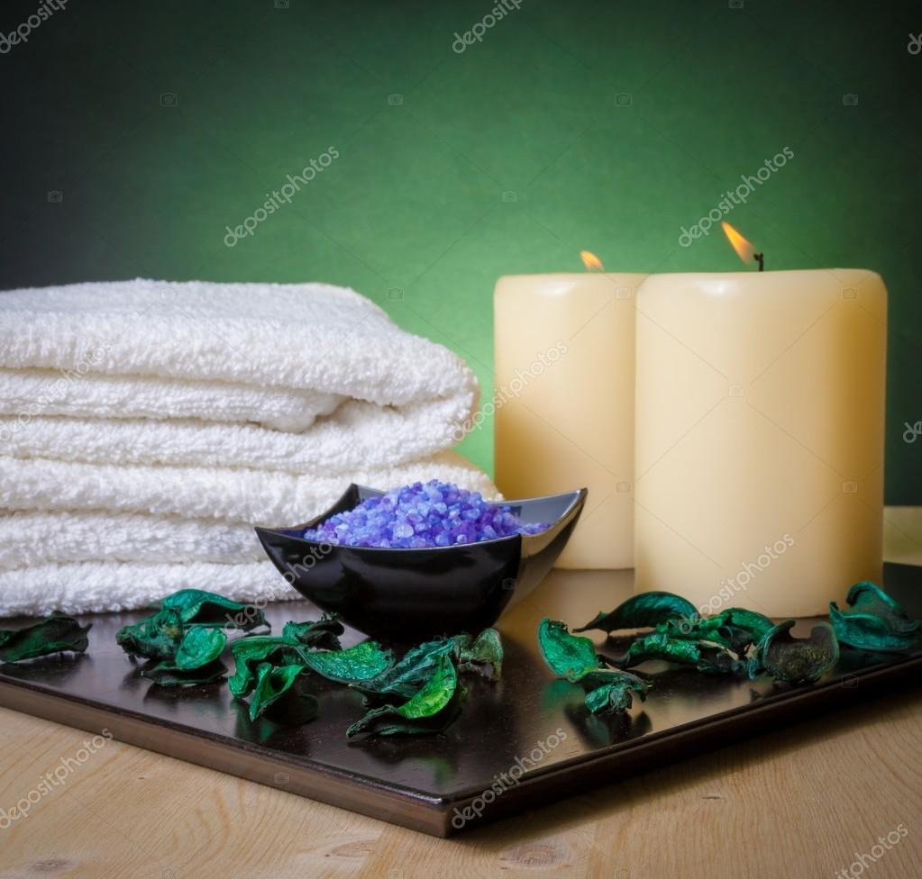 Spa Massage Rahmen als Hintergrund mit Handtuch gestapelt ...