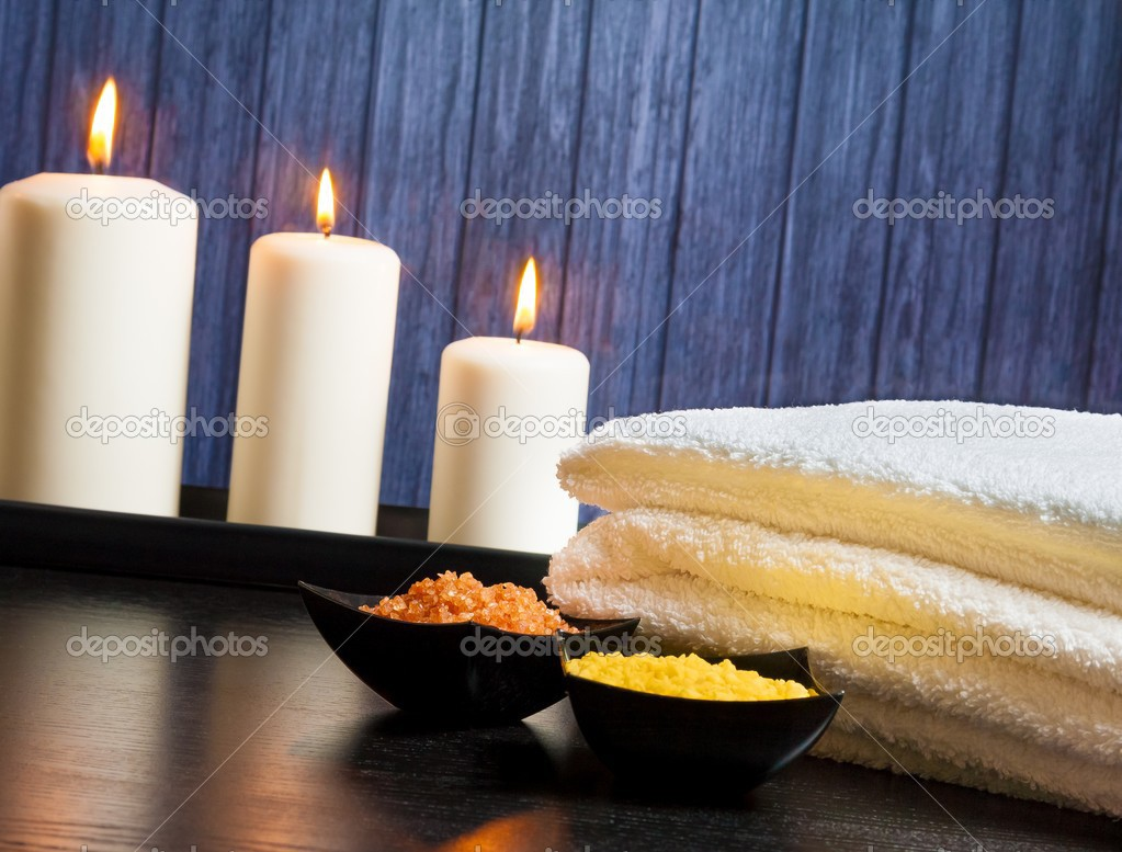 Spa Massage Rahmen als Hintergrund mit Handtuch stacked.candles und ...
