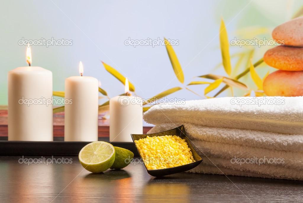 Spa Massage Rahmen als Hintergrund mit Handtuch gestapelt-Meer-Salz ...
