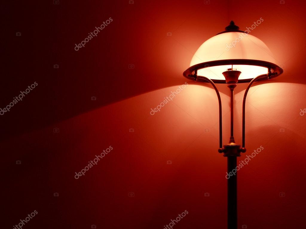 https://st.depositphotos.com/1185392/3997/i/950/depositphotos_39976101-stockafbeelding-slaapkamer-lamp.jpg
