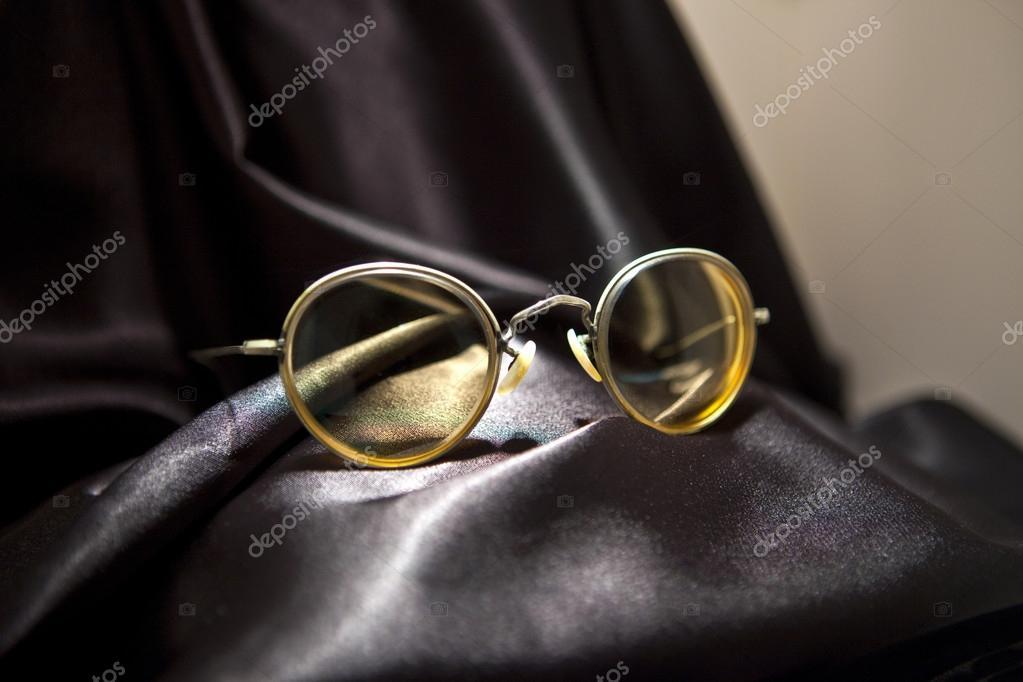 John Lennon-Brille in der Beatles-Geschichte-museum — Redaktionelles ...