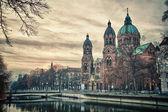 wunderschöner Tempel bei Sonnenuntergang. Europas Wahrzeichen von München, Deutschland