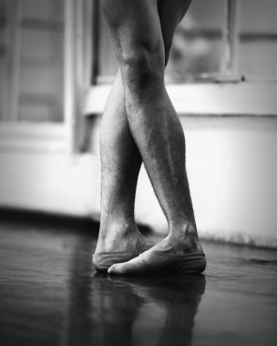 men ballet legs in fifth position
