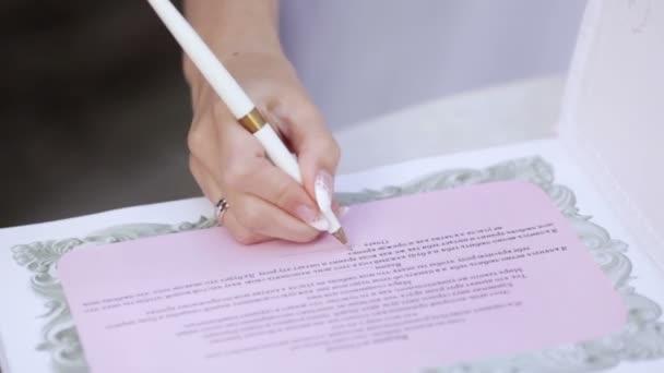 podpis v knize svatba