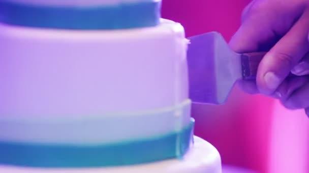 vágás esküvői torta