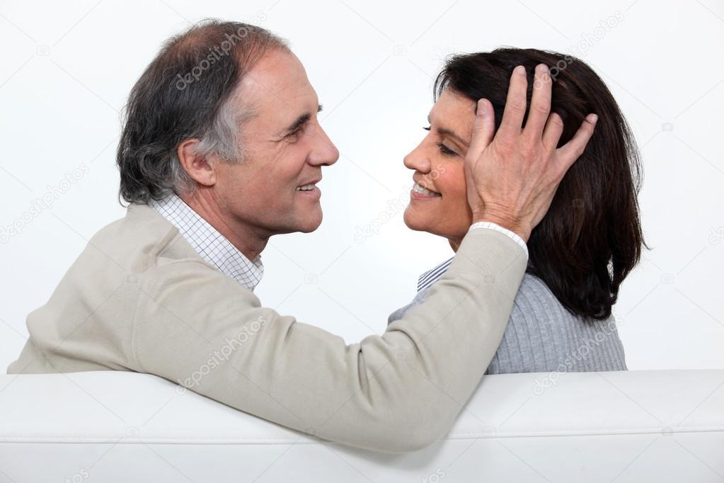 image Man overtuigt zijn vrouw om te neuken voor de camera