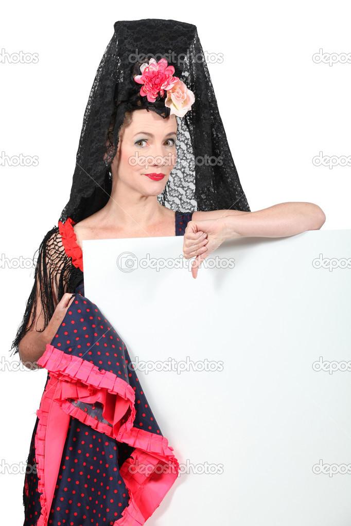 mujer vestida de bailarina española tradicional — Foto de stock ... d7d750fd295