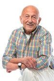 Älterer Mann lächelt isoliert auf weißem Grund