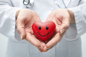Fotografie Arzt hält Herz