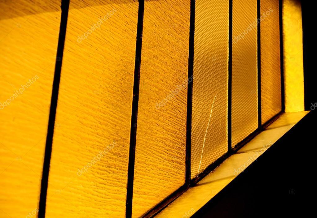 ventanas de cristal amarillo con el patrón — Fotos de Stock ...