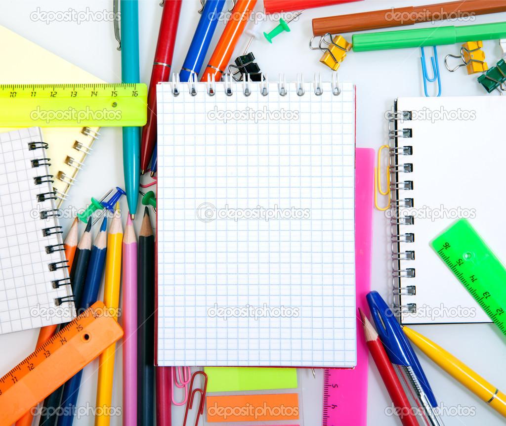 marco de suministros escolares y de oficina — Fotos de Stock ...