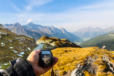 Navigate with GPS in the mountain