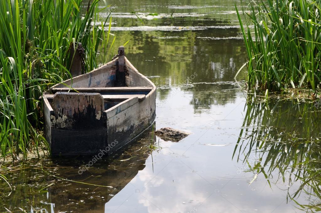 La feuille de route sur la pêche sur le lac narotch