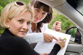 Fotografie Faithful Unterstützung ein Kunde ein Auto kaufen