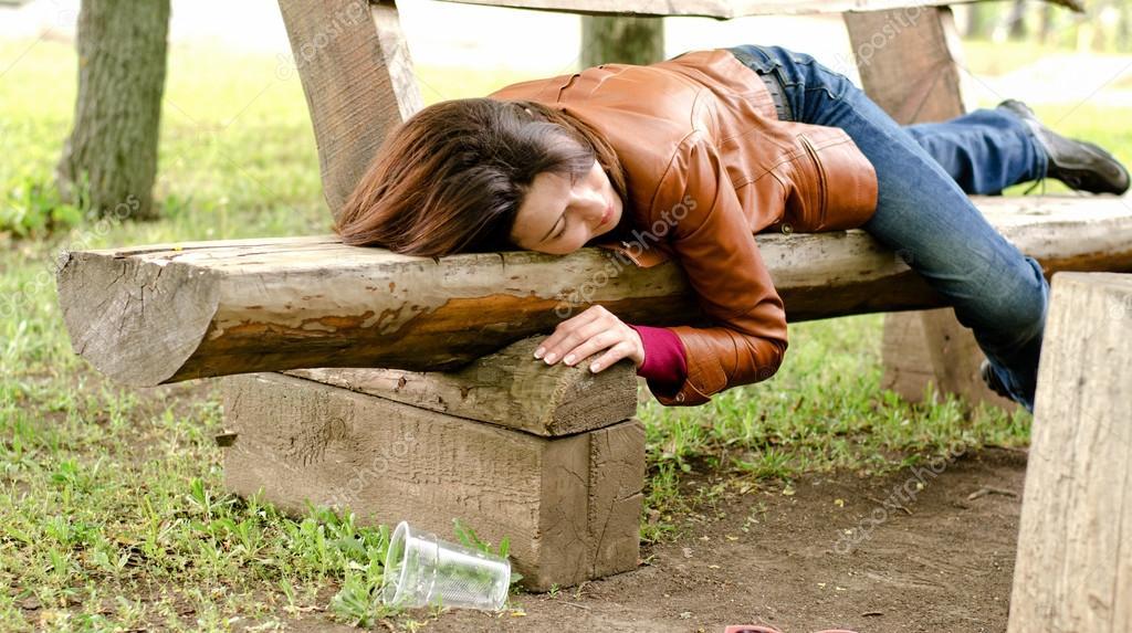 Забавы пьяные в парке видео жопе фото большой