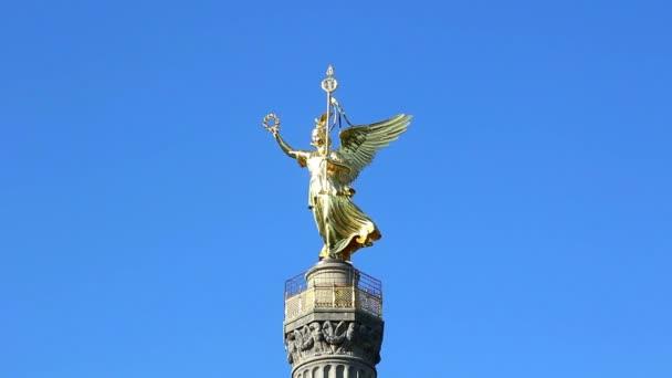 szobor szárnyakkal