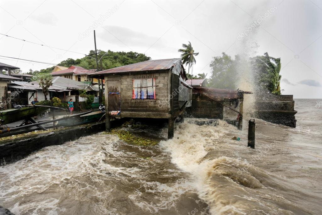 Hurricane Haiyan hits the Philippines