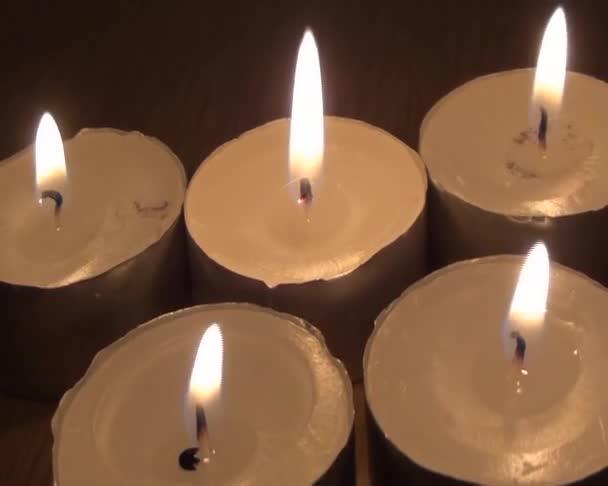 pět plamen svíčky v centru krásy v lázních