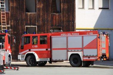 Yangın geçtikten sonra yangın kamyon Park