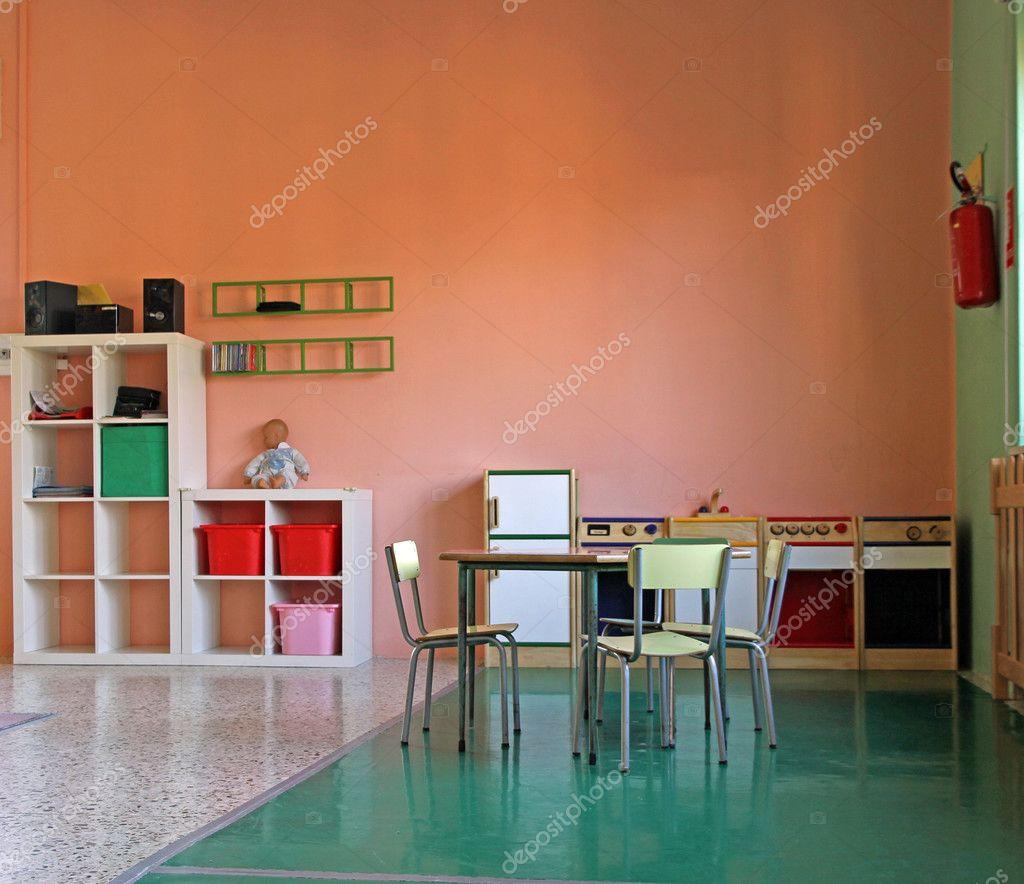 Spielecke mit einer kleinen Küche-Spielzeug — Stockfoto ...