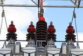 Fotografie große Isolatoren der ein Spannungswandler, der einen mächtigen Energiesparplan