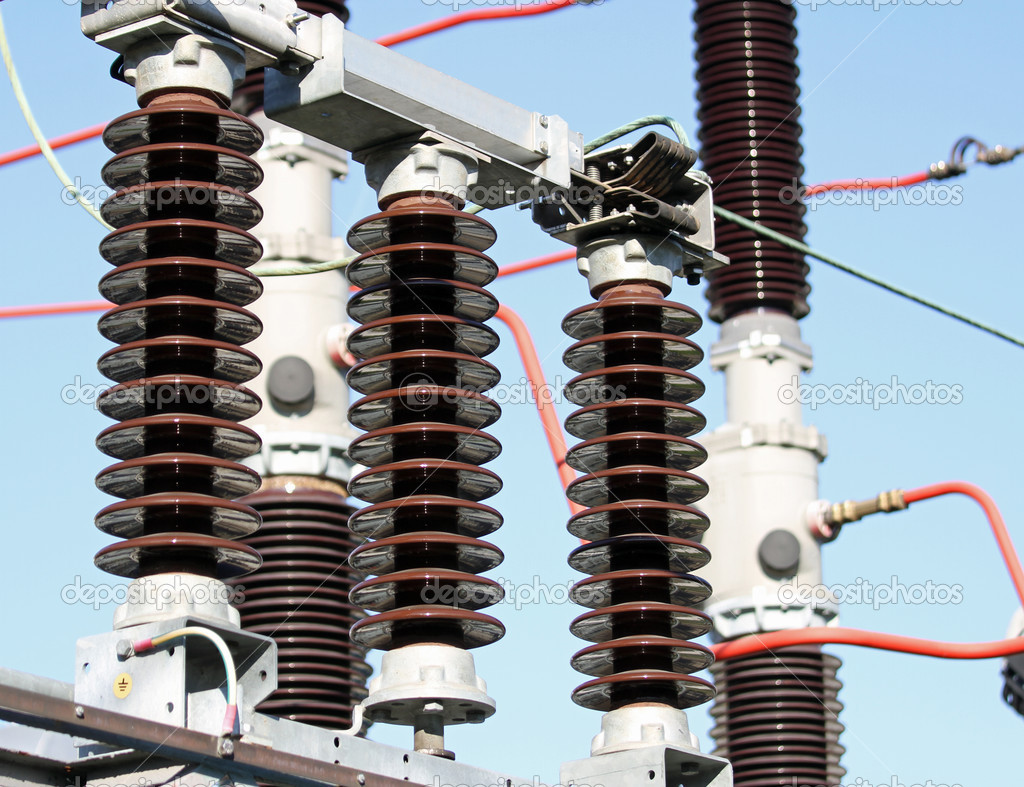 High Voltage Insulator Failures : Izolatory elektryczne w stacji wysokiego napięcia