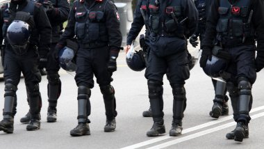 policemen and vigilantes with bulletproof clothing