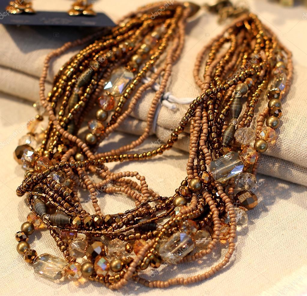 0166aa88b189 Vzácné vinobraní retro styl náhrdelník na prodej starožitností — Stock  fotografie