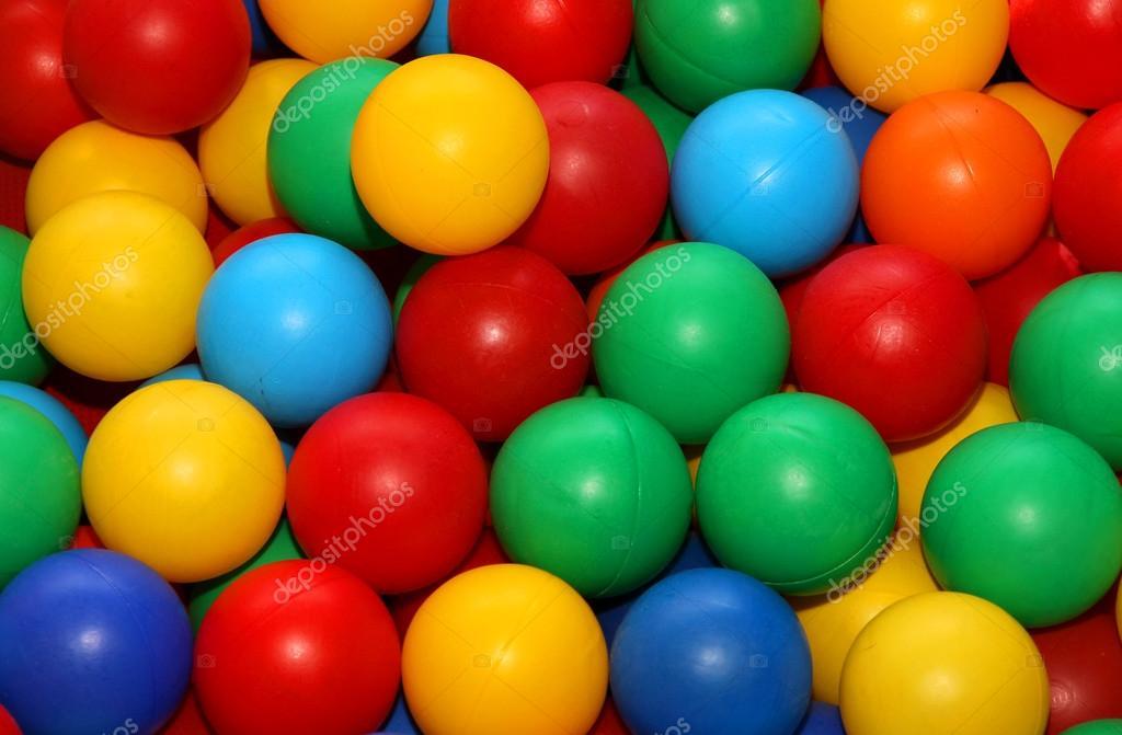 Bolas de colores para la diversi n de jugar en la piscina for En pelotas en la piscina